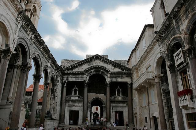 Una foto del Palazzo Diocleziano