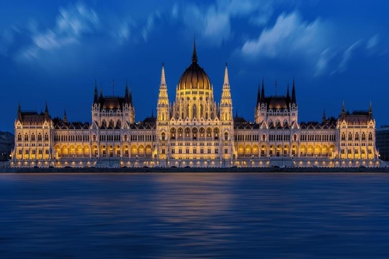 facciata del parlamento di budapest