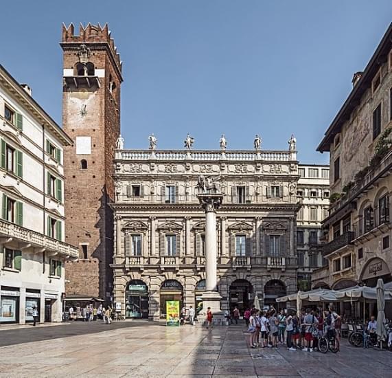 Verona piazza delle erbe palazzo maffei