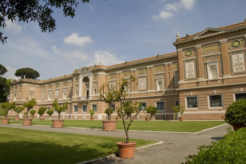 pinacoteca musei vaticani