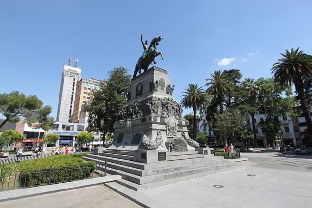 plaza san martin cordoba monumento a José de San Martin
