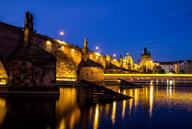 ponte carlo notte fiume moldava