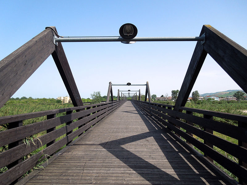 ponte ciclopedonale sul fiume tordino