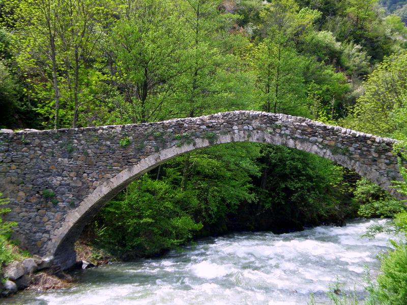 un passaggio nel medioevo, oltrepassando ponte della margineda