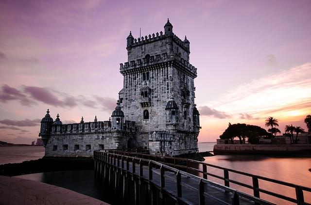 vista al tramonto della torre di belem