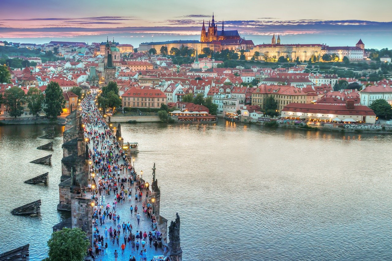http://www.travel365.it/foto/praga-1.jpg