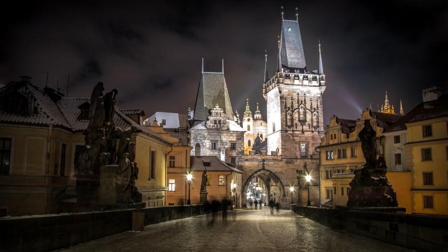 vista serale del castello di praga