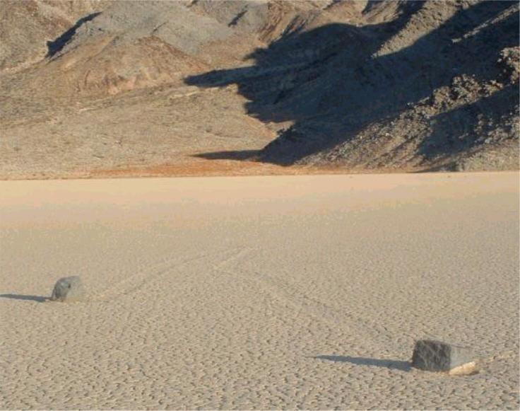 Mistero rocce che camminano sole