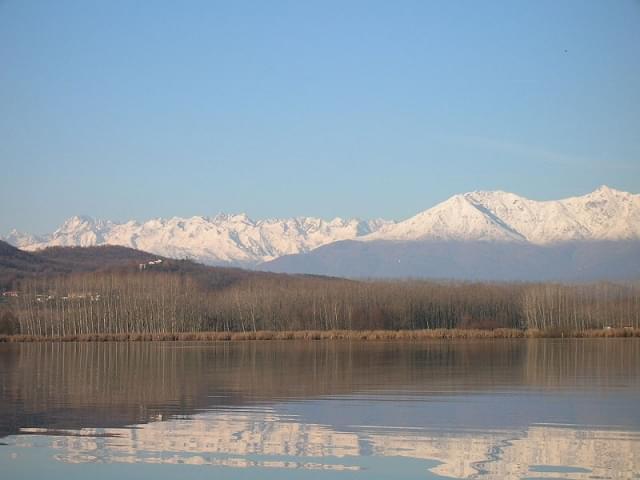 riflesso montagne sul lago di candia 1