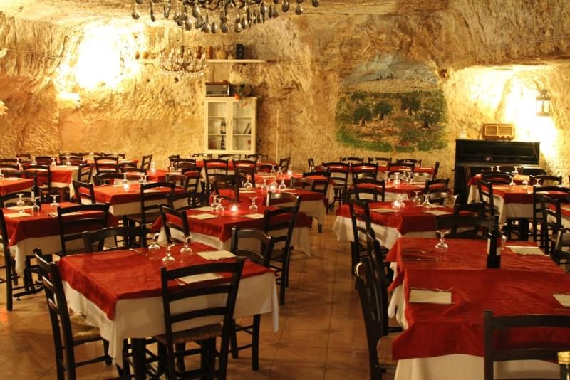 ristorante pizzeria la grotta degli avi