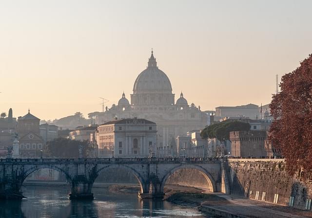 roma panorama al tramonto sul tevere