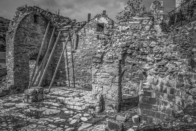 rovine chiesa architettura rovinato 1