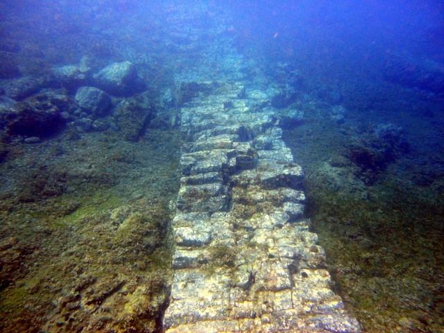 Rovine Sommerse di Atlantide e la Piramide di Cristallo