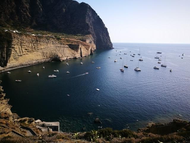 salina isole barche panorama