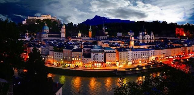 salisburgo nightview kapuzinerberg