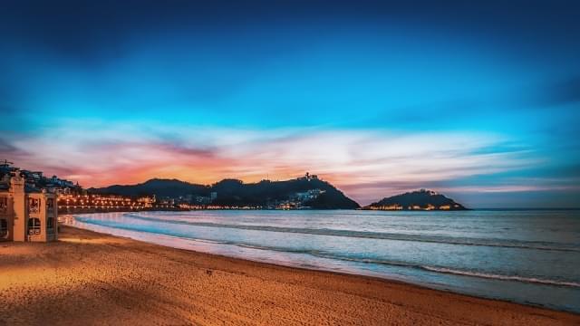 san sebastian tramonto in spiaggia