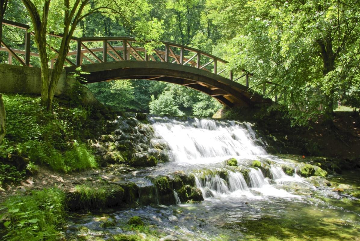 Ponte sul parco di Vrelo Bosne Sarajevo