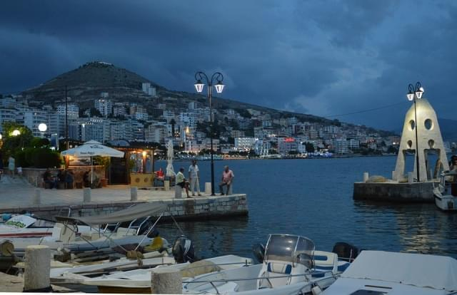 sarande albania porto tramonto