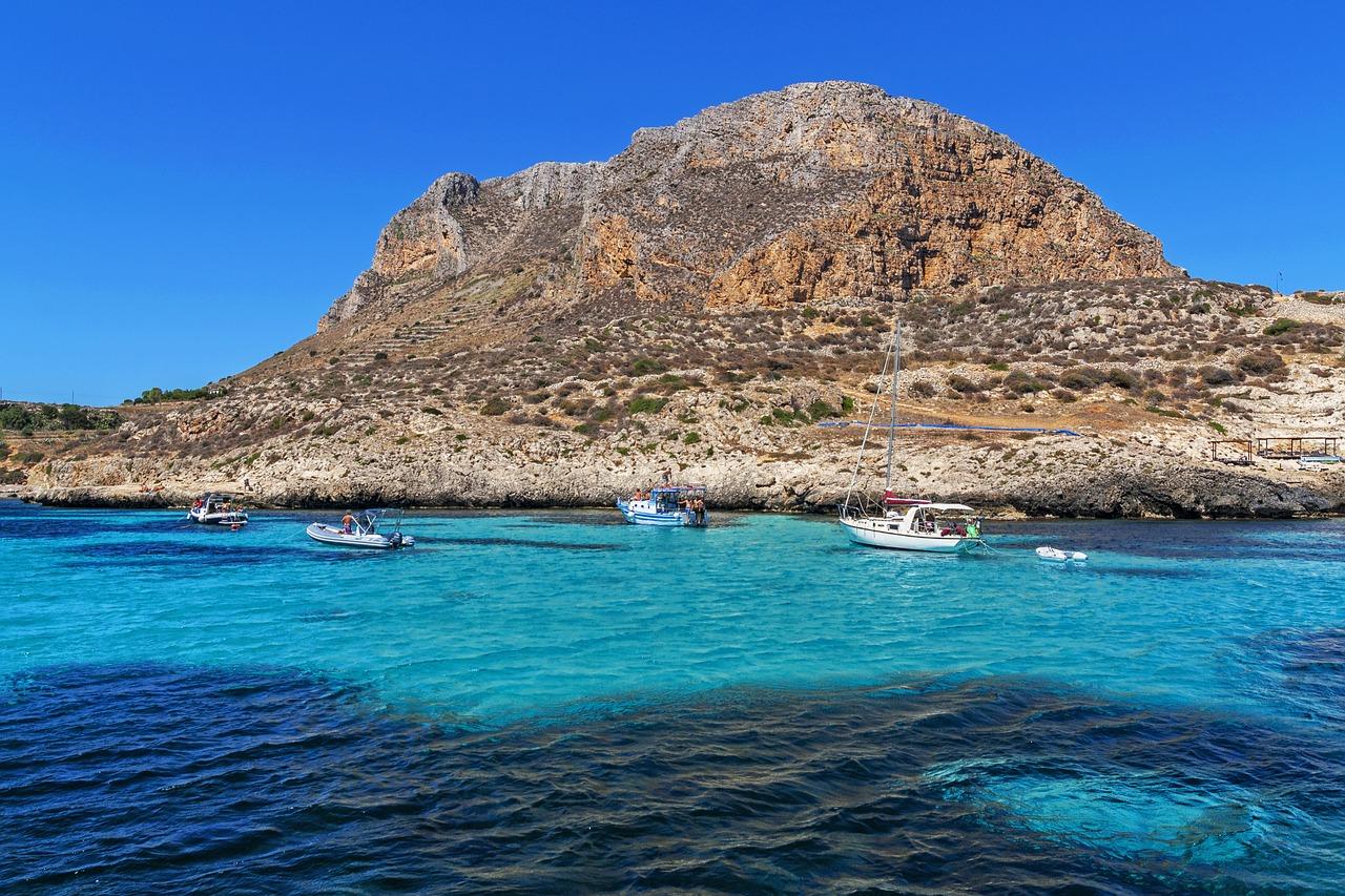 mare dell'isola di levanzo in Sicilia