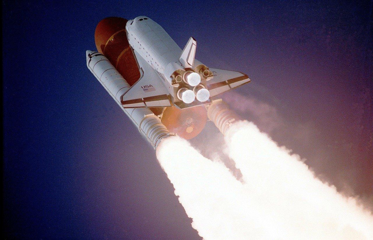 volare nello spazio shuttle