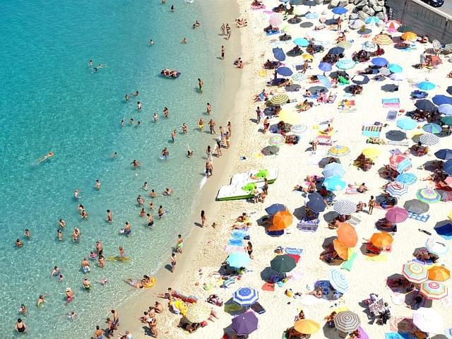 spiaggia della rotonda tropea vista dall'alto