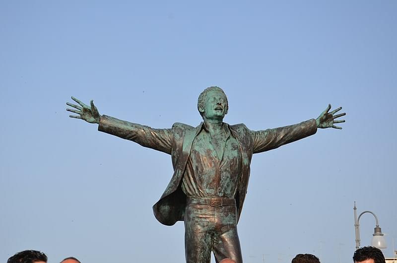 statua domenico modugno