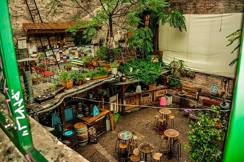01 szimpla kert ruin pub budapest