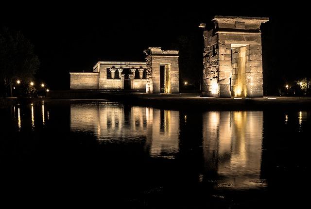 tempio egitto notte penombra luce