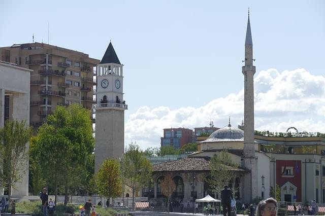 tirana piazza centro storico