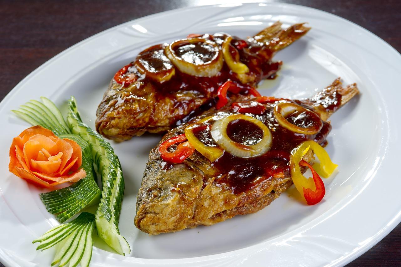 le cipolle fritte sono il contorno principe del piatto di pesce tovtchenyky
