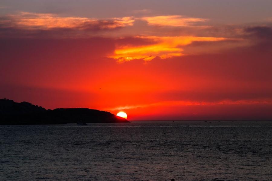 tramonto in spiaggia a marsiglia