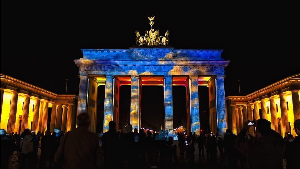 uno dei festival che si svolgono presso la porta di brandeburgo