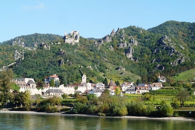 Panorama della valle di wachau dal fiume