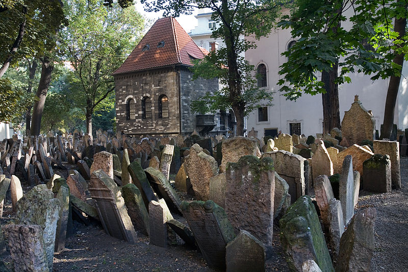Old Jewish Cemetery In Josefov Prague 8220