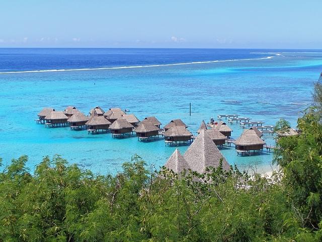 panoramica dall'alto sulla spiaggia di moorea