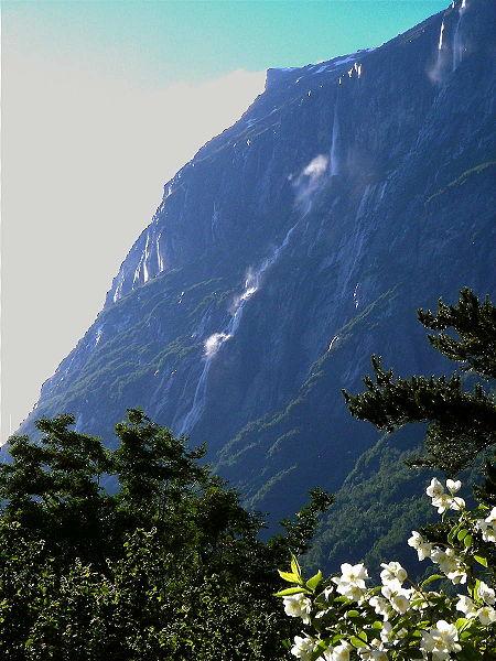 Vinnufossen, 860 metri