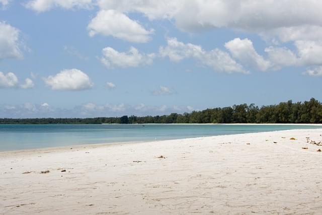 vumawimbi beach pemba