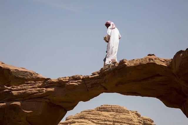 wadi rum giordania deserto sabbia uomo